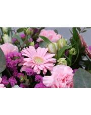 Wiązanka na grób z kwiatów żywych czy sztucznych? Co wybrać?